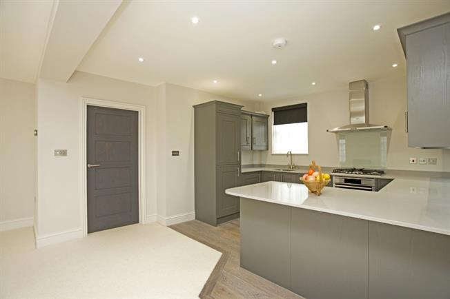 £2,513  per Calendar Month (Calculated), 3 Bedroom Apartment To Rent in Cheltenham, GL52