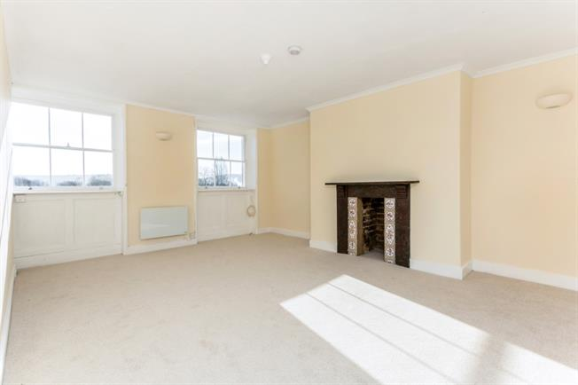 £750 per Calendar Month, 1 Bedroom Flat To Rent in Cheltenham, GL50