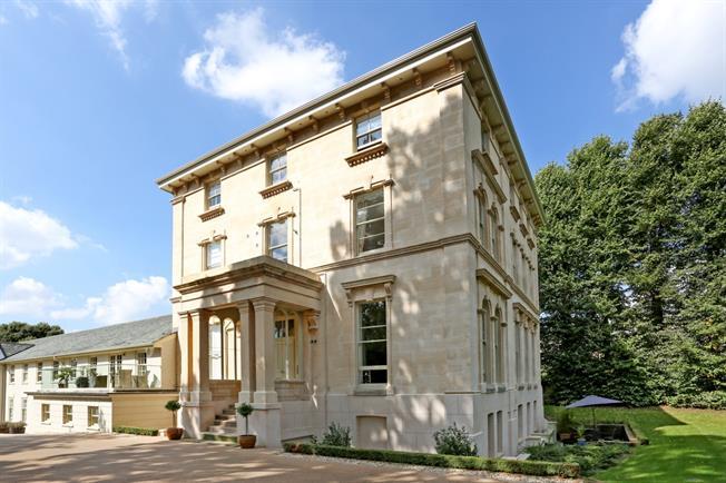 £1,995 per Calendar Month, 2 Bedroom Apartment To Rent in Cheltenham, GL52