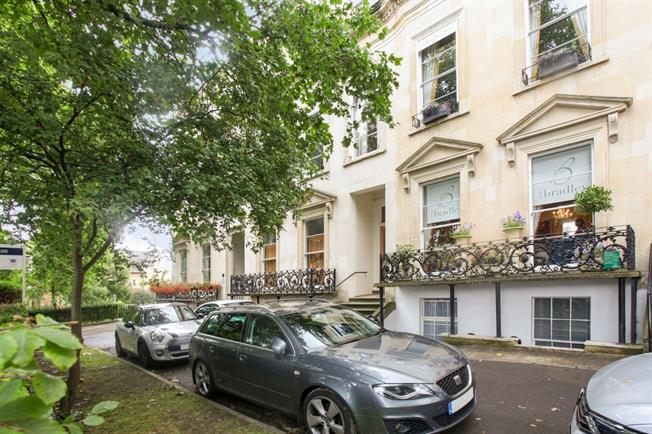 £650 per Calendar Month, 1 Bedroom Apartment To Rent in Cheltenham, GL50