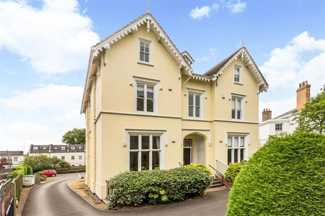 £1,295 per Calendar Month, 2 Bedroom Flat To Rent in Cheltenham, GL52