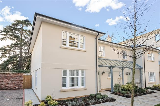 £2,200 per Calendar Month, 3 Bedroom Semi Detached House To Rent in Cheltenham, GL53