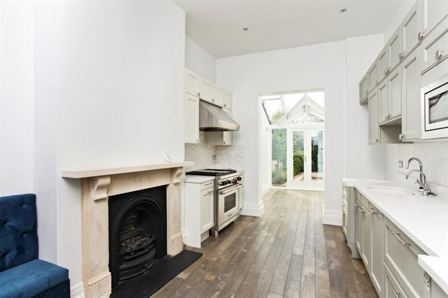 £2,250 per Calendar Month, 2 Bedroom Terraced House To Rent in Cheltenham, GL50