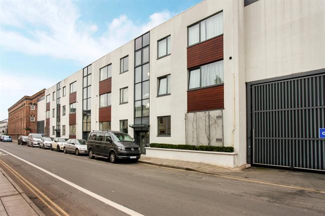 £675 per Calendar Month, 1 Bedroom Flat To Rent in Cheltenham, GL50