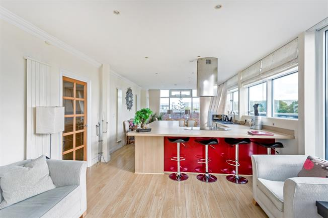 £1,750 per Calendar Month, 2 Bedroom Penthouse To Rent in Cheltenham, GL50