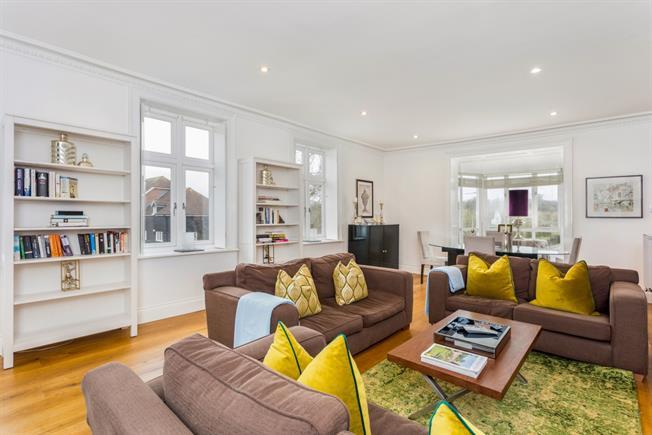 £1,495 per Calendar Month, 2 Bedroom Flat To Rent in Pershore, WR10