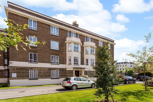 £895 per Calendar Month, 2 Bedroom Flat To Rent in Cheltenham, GL50