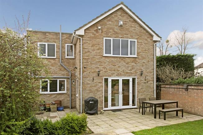£1,995 per Calendar Month, 3 Bedroom Detached House To Rent in Cheltenham, GL52