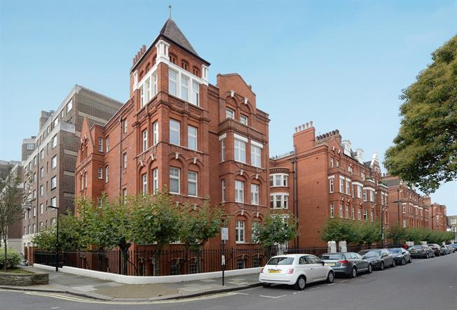 £3,141  per Calendar Month (Calculated), 2 Bedroom Flat To Rent in London, W6