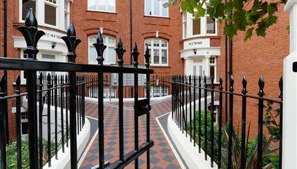 £3,813 per Calendar Month, 3 Bedroom Flat To Rent in London, W6