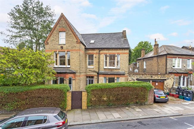 £2,145  per Calendar Month (Calculated), 2 Bedroom Flat To Rent in Chiswick, W4