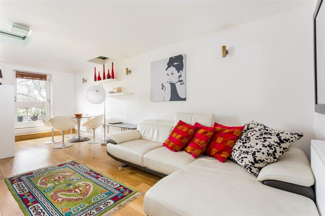 £2,470  per Calendar Month (Calculated), 2 Bedroom Flat To Rent in London, W12