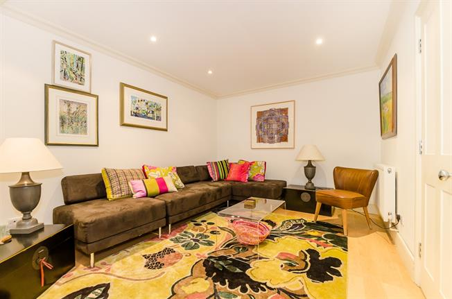 £2,708  per Calendar Month (Calculated), 1 Bedroom Maisonette To Rent in London, W6