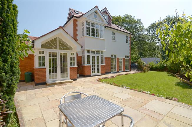 £6,001  per Calendar Month (Calculated), 4 Bedroom Detached House To Rent in London, W4
