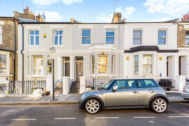 £2,166  per Calendar Month (Calculated), 2 Bedroom Flat To Rent in London, W12