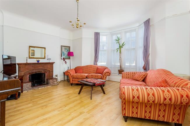 £2,166  per Calendar Month (Calculated), 1 Bedroom Flat To Rent in London, W6
