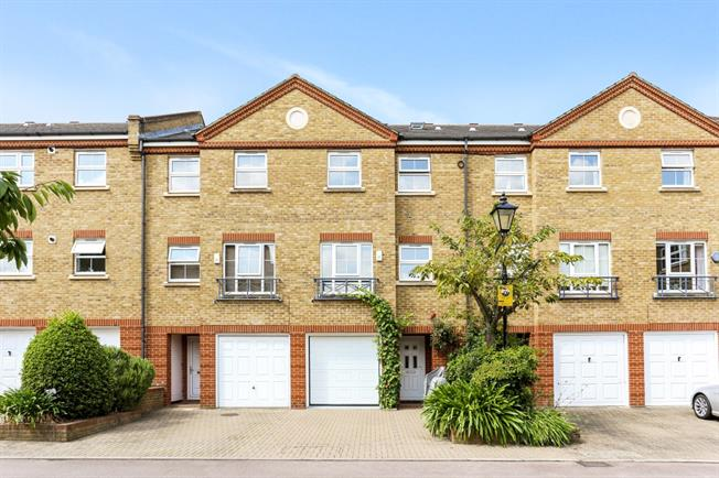 £3,791  per Calendar Month (Calculated), 5 Bedroom Town House To Rent in London, W4