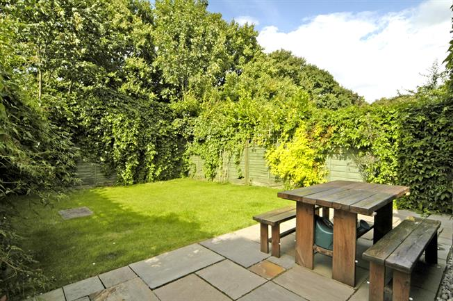 £2,101  per Calendar Month (Calculated), 3 Bedroom Maisonette To Rent in London, W4