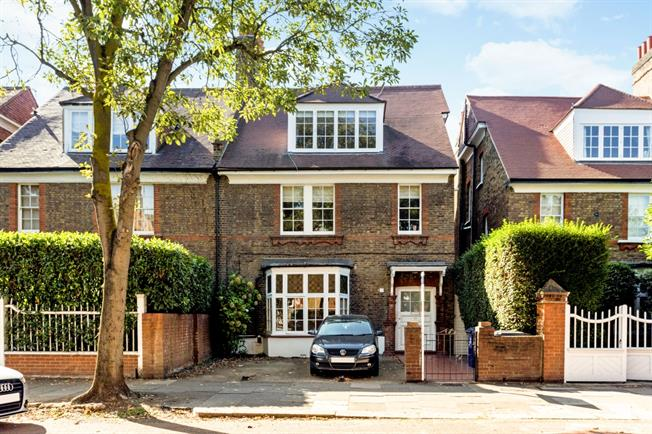 £2,197  per Calendar Month (Calculated), 2 Bedroom Flat To Rent in London, W4