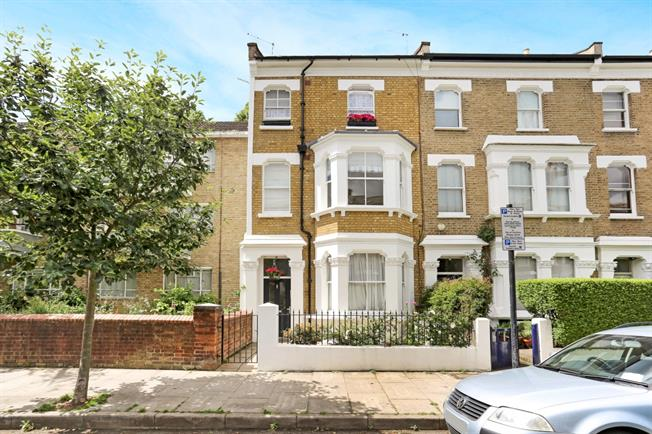 £2,383  per Calendar Month (Calculated), 1 Bedroom Flat To Rent in London, W12