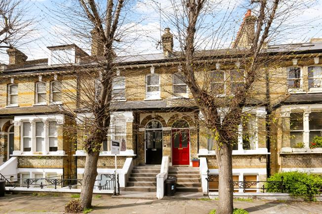 £1,950  per Calendar Month (Calculated), 2 Bedroom Maisonette To Rent in London, W4