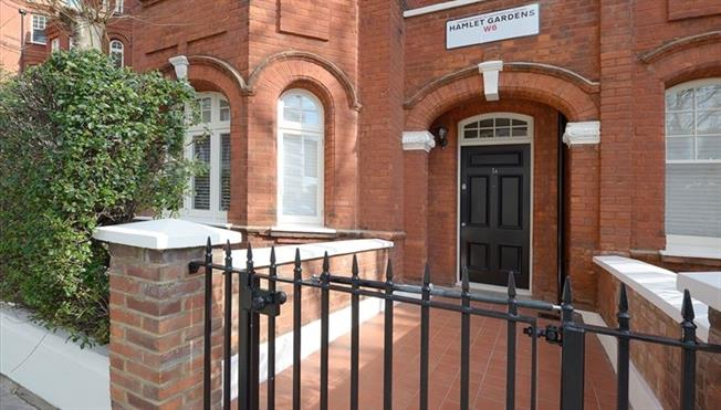 £2,383  per Calendar Month (Calculated), 1 Bedroom Flat To Rent in London, W6