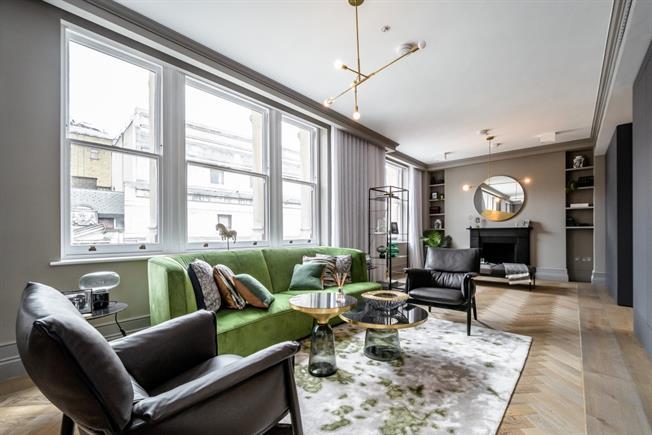 £14,300  per Calendar Month (Calculated), 3 Bedroom Penthouse To Rent in London, WC2B