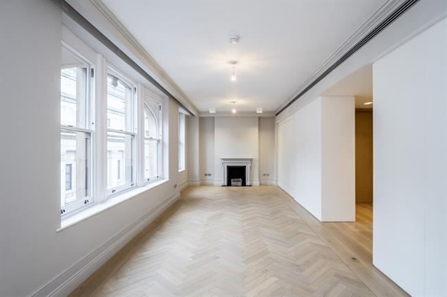 £13,000  per Calendar Month (Calculated), 3 Bedroom Flat To Rent in London, WC2B