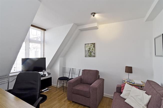 £2,816  per Calendar Month (Calculated), 1 Bedroom Apartment To Rent in London, EC4A