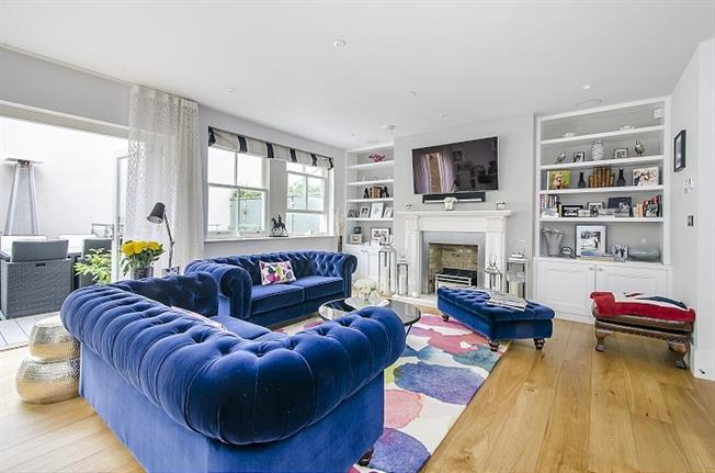 £6,500  per Calendar Month (Calculated), 5 Bedroom Mews House To Rent in Clapham, SW4
