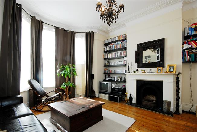 £1,581  per Calendar Month (Calculated), 1 Bedroom Flat To Rent in London, SW2