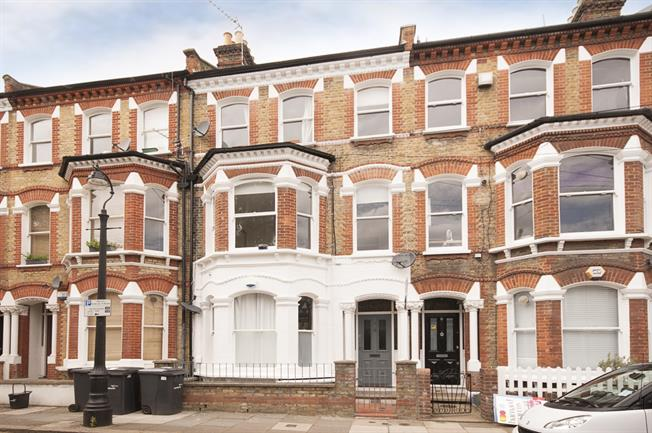 £1,560  per Calendar Month (Calculated), 2 Bedroom Maisonette To Rent in London, SW9