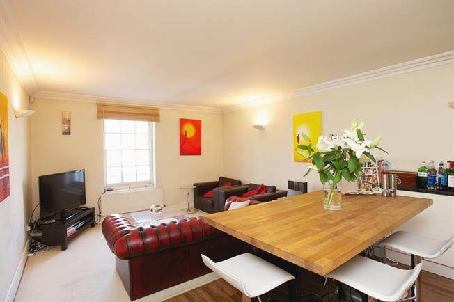 £2,600  per Calendar Month (Calculated), 3 Bedroom Flat To Rent in Clapham, SW4