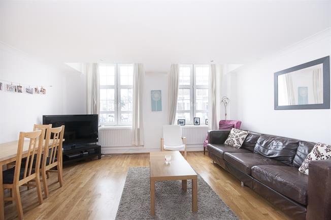 £2,730  per Calendar Month (Calculated), 3 Bedroom Flat To Rent in Clapham, SW4