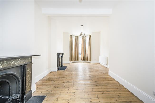 £3,900  per Calendar Month (Calculated), 4 Bedroom Terraced House To Rent in London, SW4