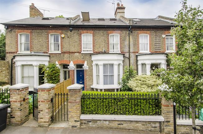 £3,596  per Calendar Month (Calculated), 4 Bedroom Terraced House To Rent in Clapham, SW4