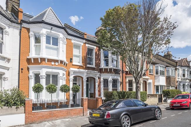 £2,816  per Calendar Month (Calculated), 3 Bedroom Flat To Rent in London, SW4