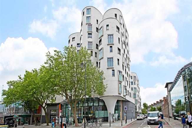 £1,811  per Calendar Month (Calculated), 1 Bedroom Apartment To Rent in London, SW4
