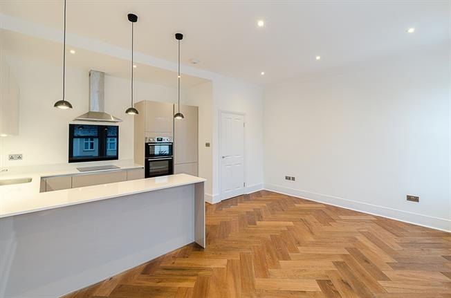 £2,496  per Calendar Month (Calculated), 3 Bedroom Flat To Rent in London, SW2