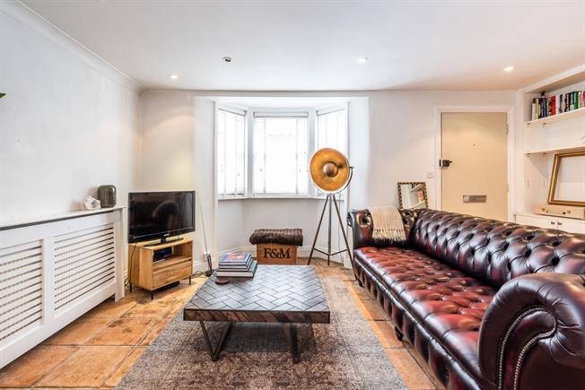 £2,275  per Calendar Month (Calculated), 1 Bedroom Flat To Rent in London, SW4