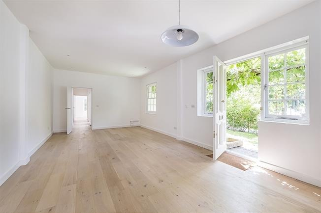 £2,491  per Calendar Month (Calculated), 3 Bedroom Bungalow To Rent in London, SW2