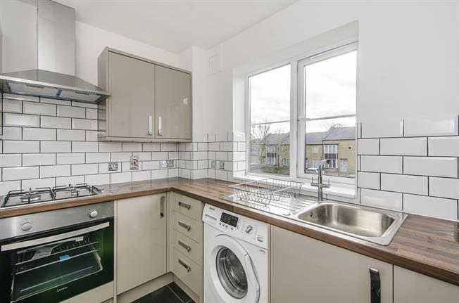 £1,646  per Calendar Month (Calculated), 2 Bedroom Flat To Rent in London, SW4