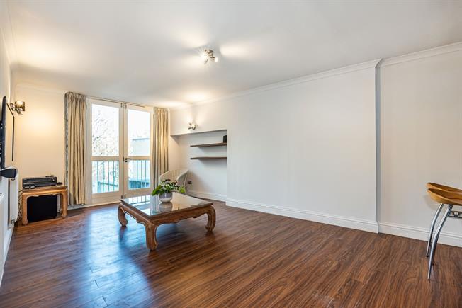 £2,950 per Calendar Month, 2 Bedroom Flat To Rent in London, SW8