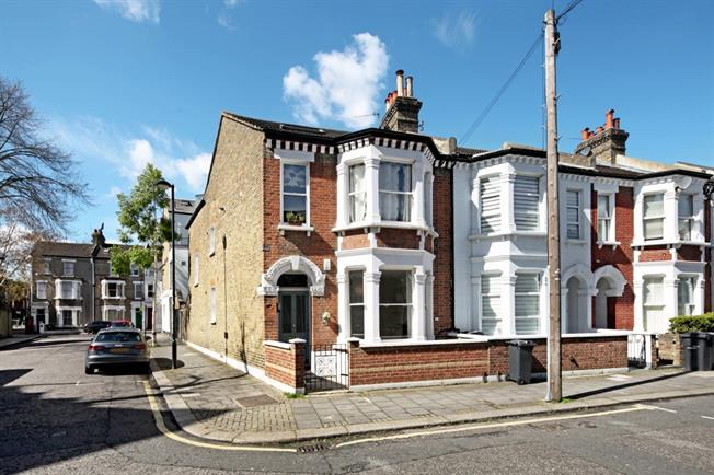 £2,210  per Calendar Month (Calculated), 2 Bedroom Flat To Rent in London, SW4