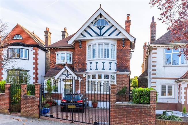 £6,500 per Calendar Month, 4 Bedroom Detached House To Rent in London, SW16