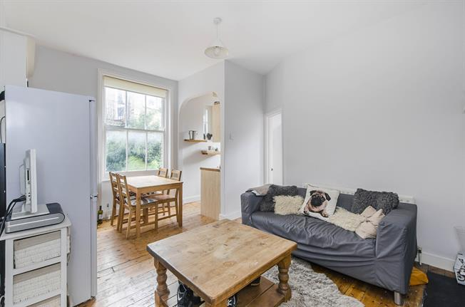 £2,747  per Calendar Month (Calculated), 4 Bedroom Flat To Rent in London, SW4