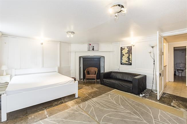 £1,650 per Calendar Month, Flat To Rent in London, SW4