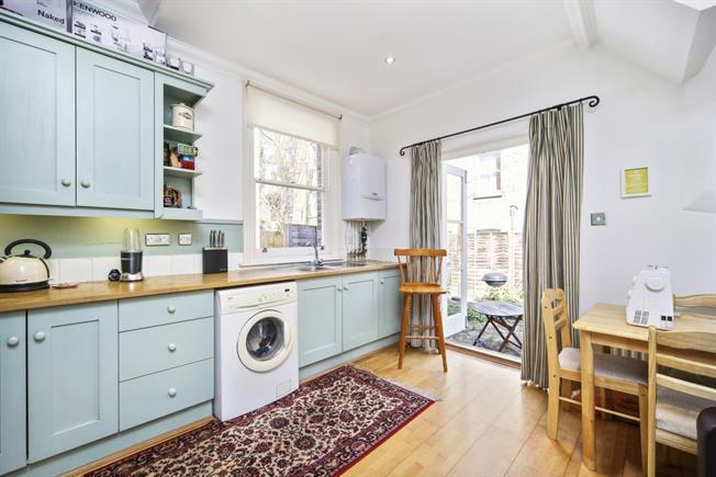 £1,690  per Calendar Month (Calculated), 1 Bedroom Flat To Rent in London, SW4