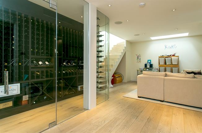 £8,016  per Calendar Month (Calculated), 6 Bedroom Terraced House To Rent in London, SW4