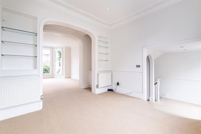 £5,633  per Calendar Month (Calculated), 5 Bedroom Semi Detached House To Rent in Clapham, SW4